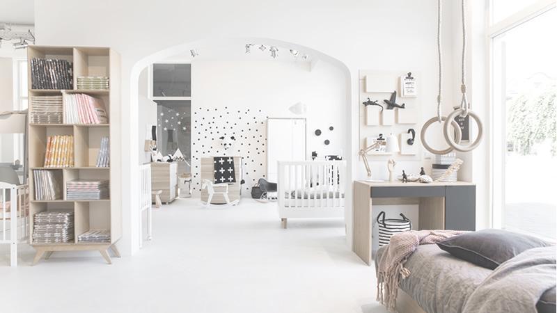 De etalage van de Petite Amélie concept store in Bussum